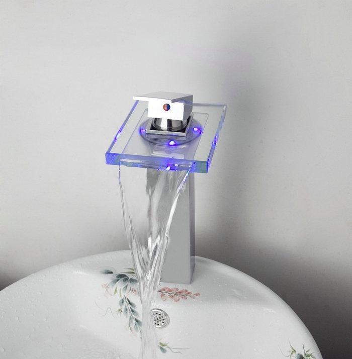 Badkamer accessoires watervalkranen douchekop stort - Water badkamer model ...